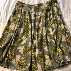 Lularoe Madison gray skirt with yellow, xl pockets